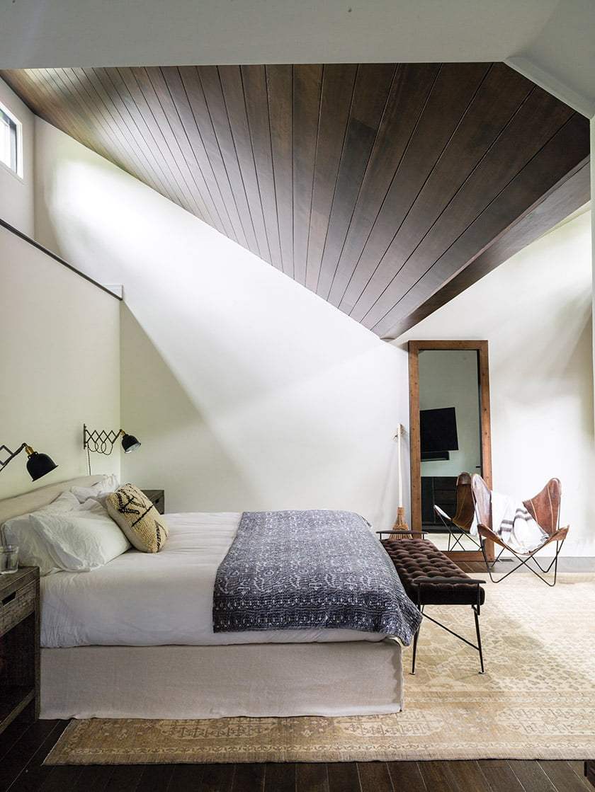 Rill expanded the master bedroom and raised its slanted ceiling.