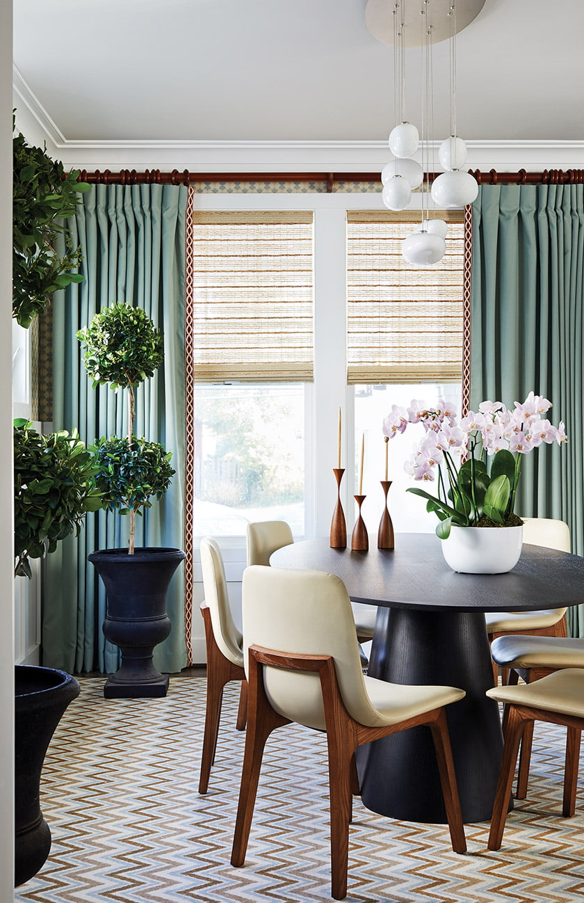 A coastal palette prevails in the dining room, from aqua Kravet window-treatment fabric to the Carpet Impressions rug.