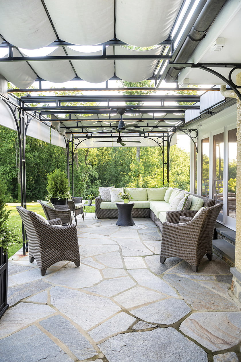 OUTDOOR LIVING under 1,000 Square Feet—Delbert Adams Construction Group LLC,  for Sunset Pool House.  Photo: Whitney Wasson