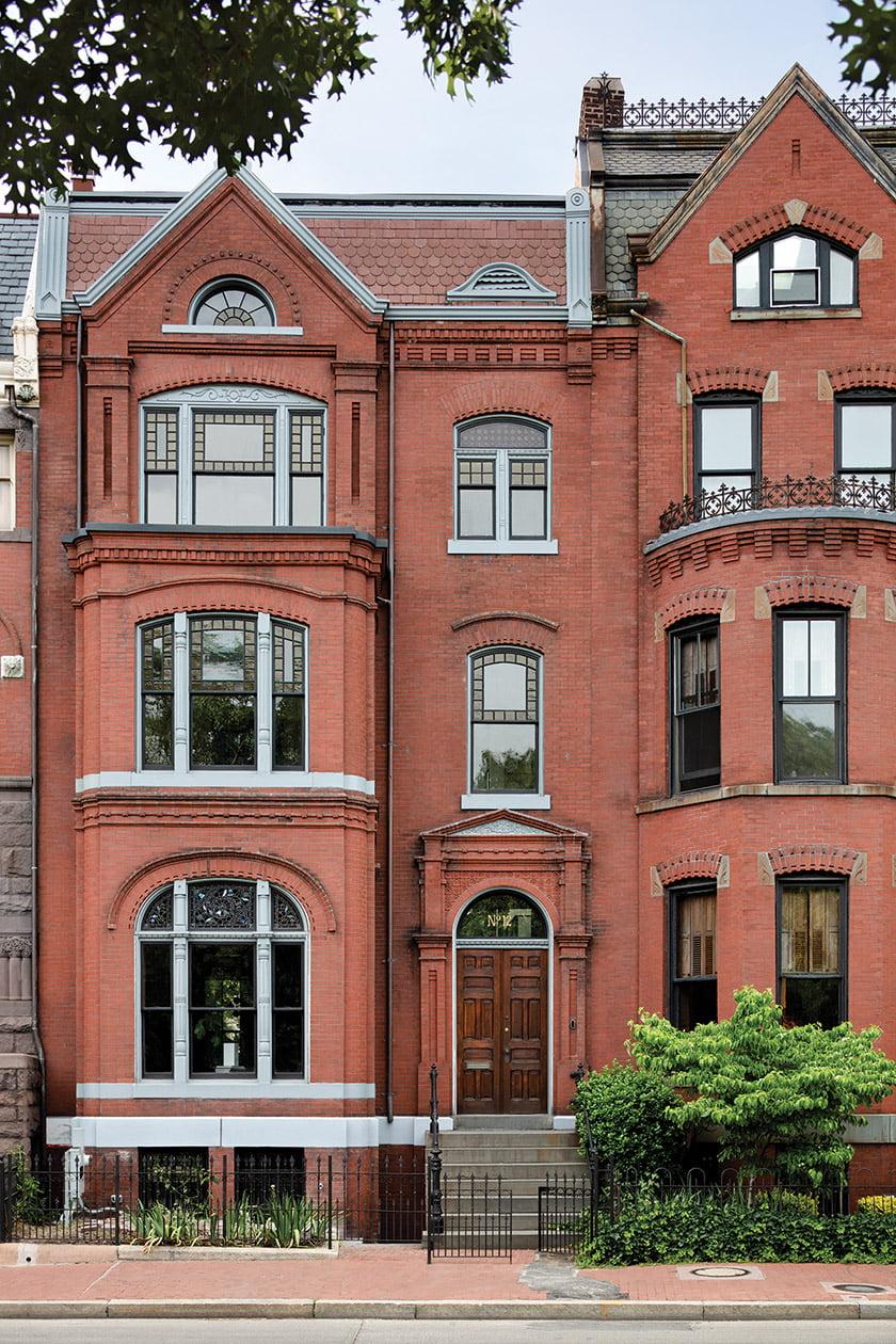 A stately brick façade welcomes visitors. © Jennifer Hughes